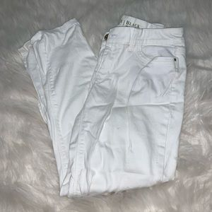 White House black market white skinny pants